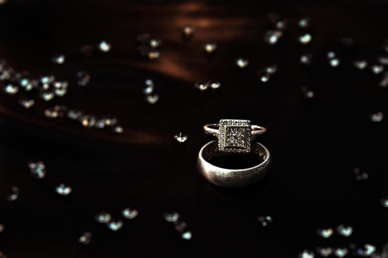 wedding rings, black bckground
